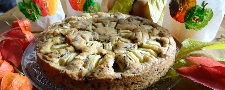 Apfelkuchen und Tüten mit Apfelmotiv