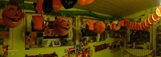 Geschmückter Halloweenraum